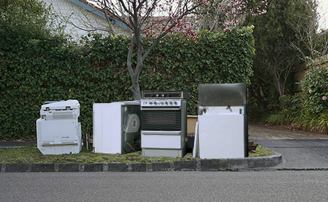 broken appliances on the curb for bulk pickup